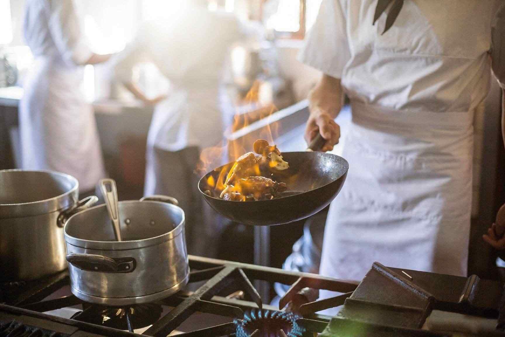 Provozovatelé restaurací mohou ušetřit při přechodu na plyn